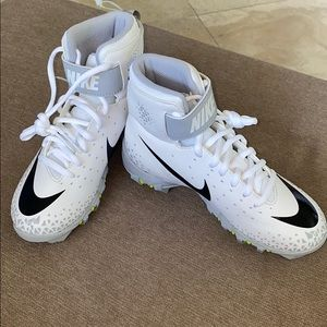 Nike Boys Force Savage Shark football clea…